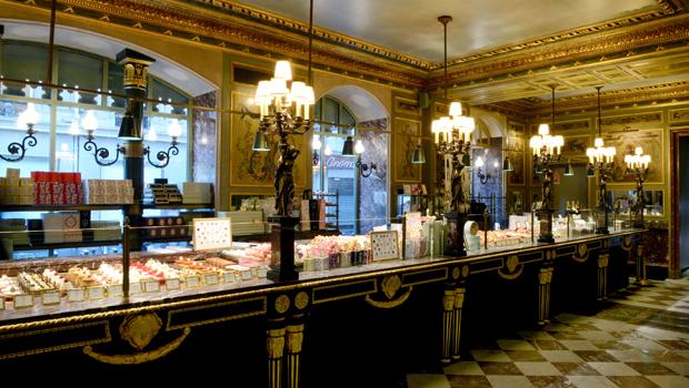 signature-blogs-best-patisseries-in-paris-laduree-boutique