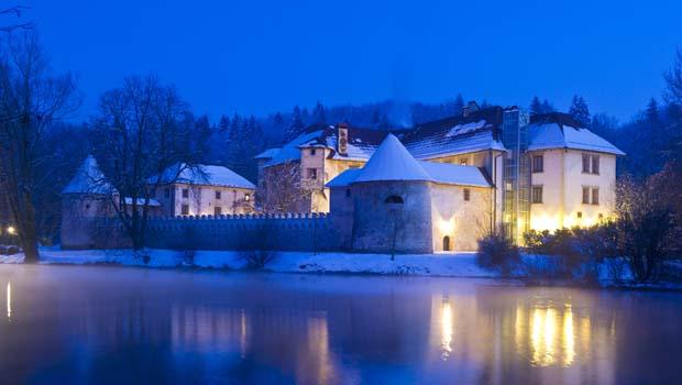 Castle Otočec in winter