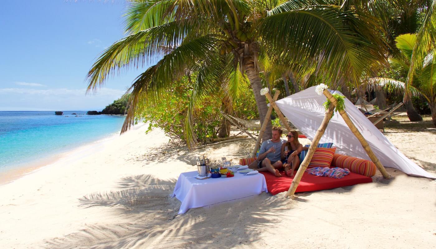 VOMO Dining Private Beach Picnic
