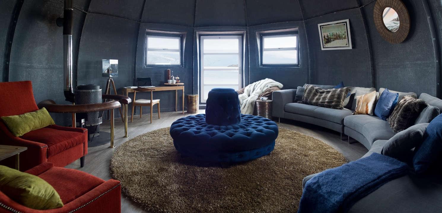 White desert lounge 2