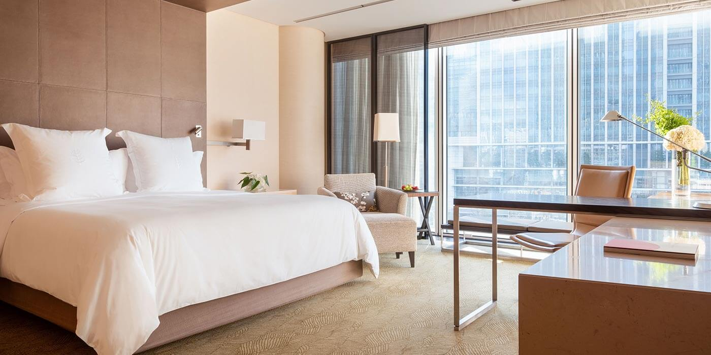 Deluxe King room at Four Seasons Hotel Tokyo at Marunouchi