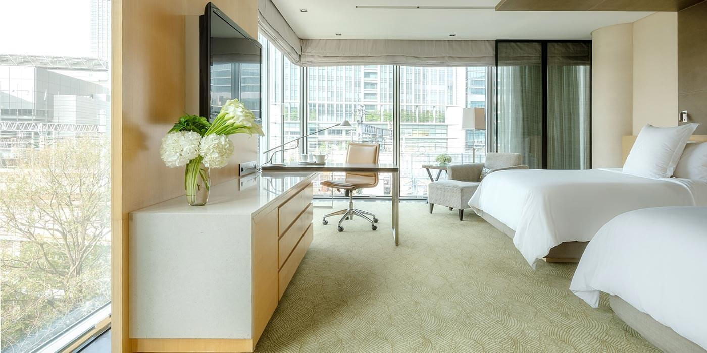 Deluxe Premier Room at Four Seasons Hotel Tokyo at Marunouchi