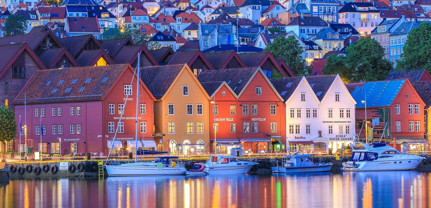 Bryggen, Bergen Reiselivslag with Hurtigruten