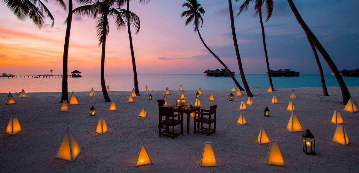 Dining at Palm Beach, Gili Lankanfushi
