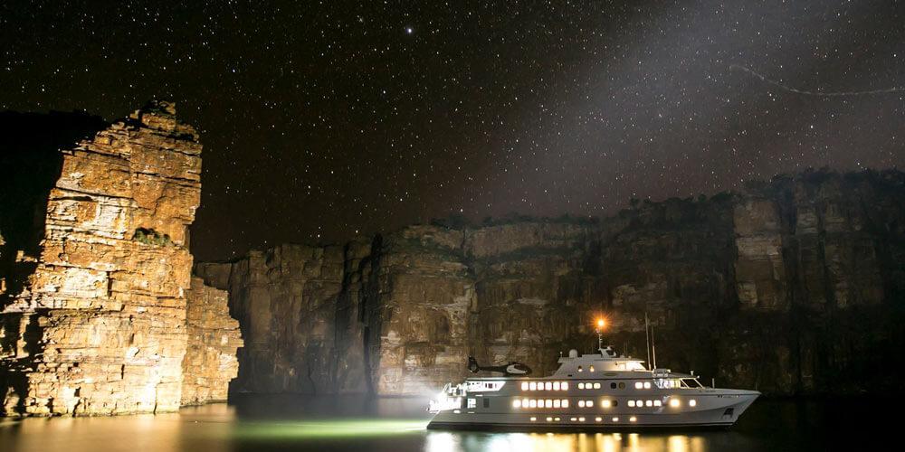 King George at night