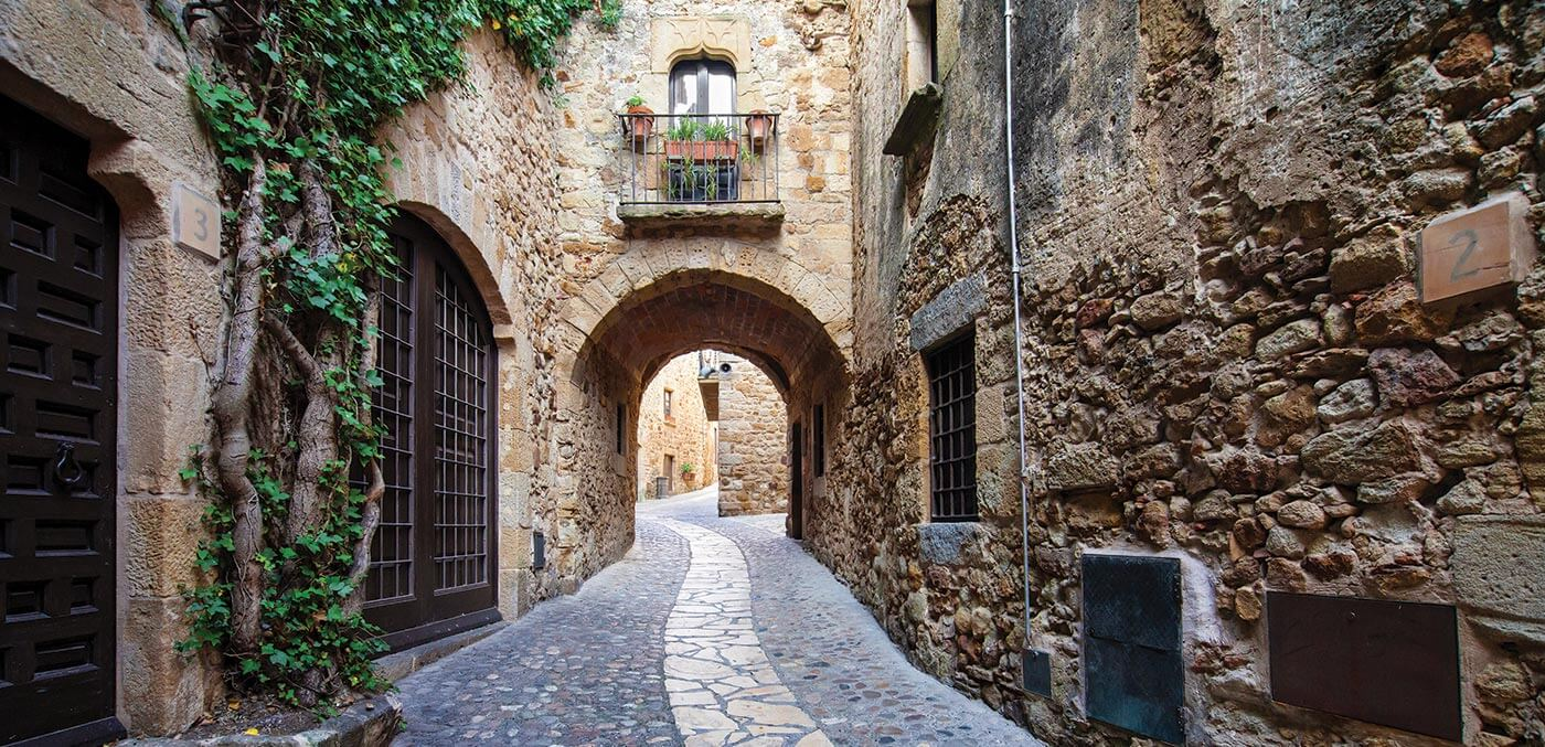 Exploring the Old Town of Girona