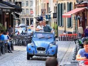 Seeing the sights of Lille with a car by Tradi'Balade.