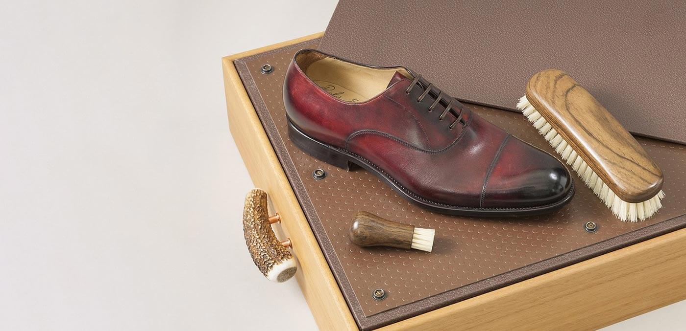 Shoe shine box with Ovangkol brushes by Lorenzi Milano