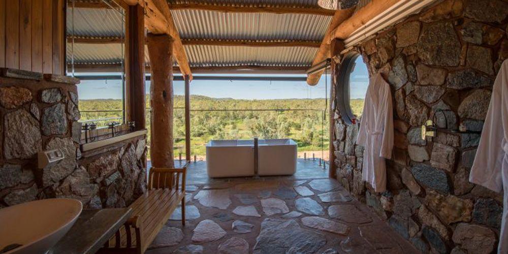 The luxury bathroom © Gilberton Outback Retreat
