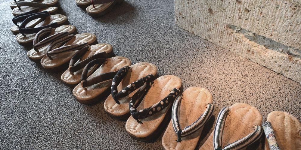 Japan onsen etiquette shoes