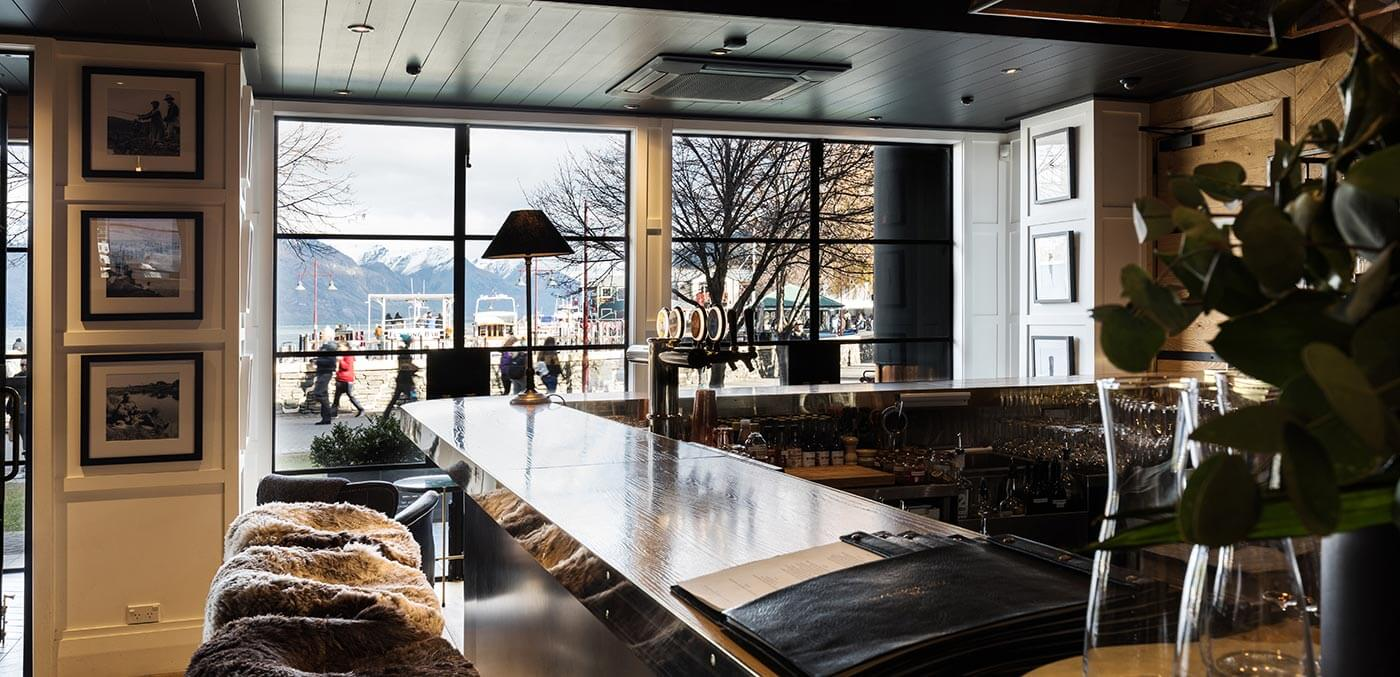 The best bars and wineries in Queenstown - Stylish surrounds at The Lodge Bar