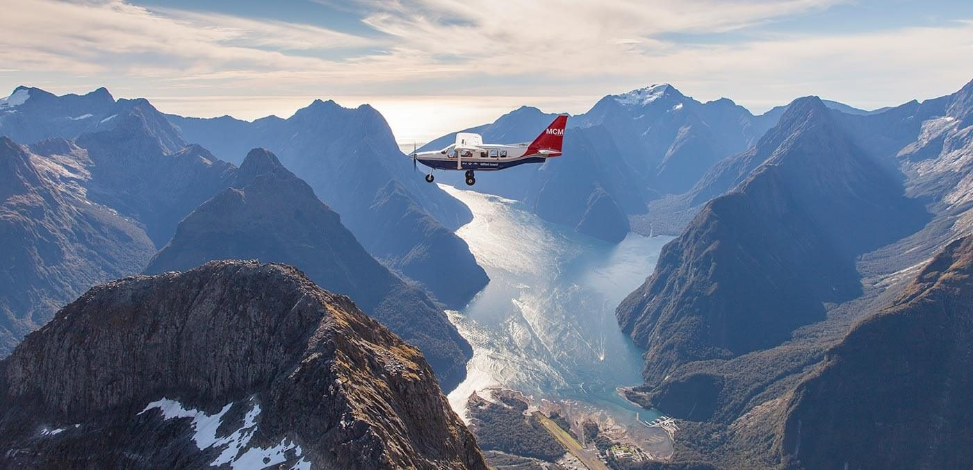 Views for days with Milford Sound Scenic Flights © Andy Woods